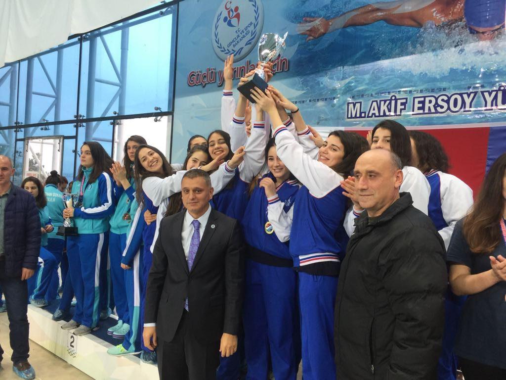 kadınlar kategorisinde İzmir Büyükşehir Belediyesi Spor Kulübü